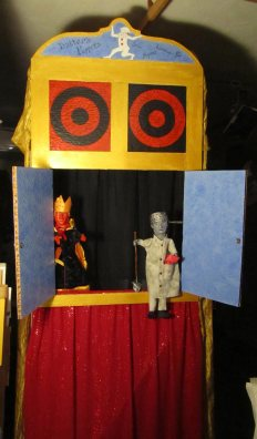 King and Bottom on puppet stage